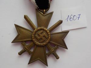 """1607. Крест """"КВК с мечами""""."""