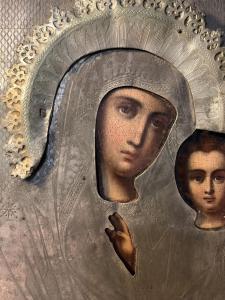 Икона Божья матерь серебро.Подскажите пожалуйста оклад родной с венцом и пробами не новодел?