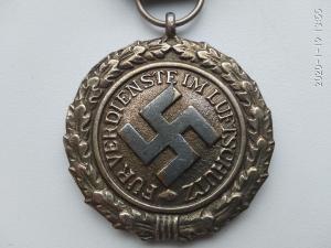 Медаль люфтшутц.
