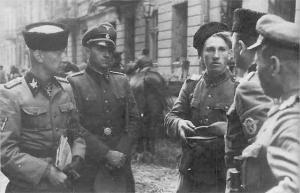 Офицер РОНА с рыцарем
