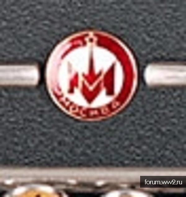 """Определение значка с изображением кремлёвской башни и буквы """"М"""", на винте"""