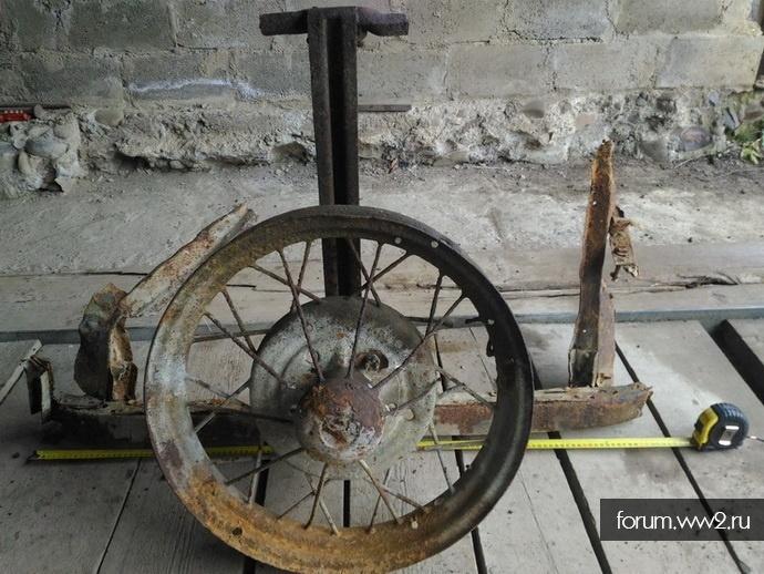 Запасное колесо с креплением.