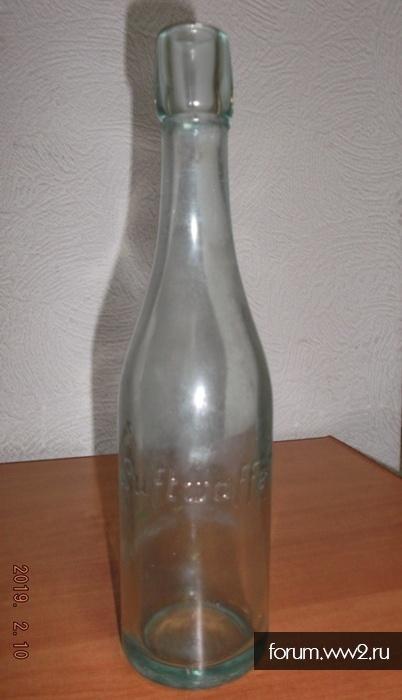 "Бутылка ""Luftwaffe"" и пробка ""Eigentum der Luftwaffe"""
