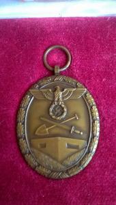 Медаль За сооружение Атлантического вала в коробке.