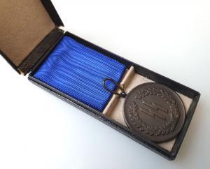 Медаль за 4 года выслуги в СС в футляре