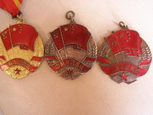 Моряк с китайской медалью?