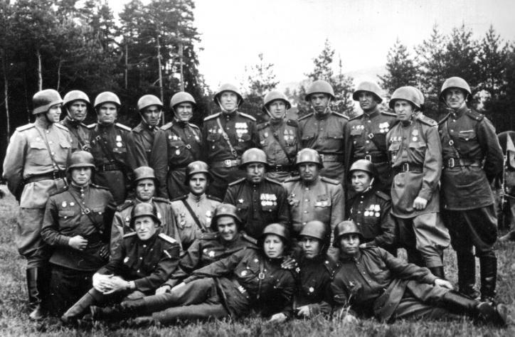 Картинки по запросу советские солдаты в немецких касках