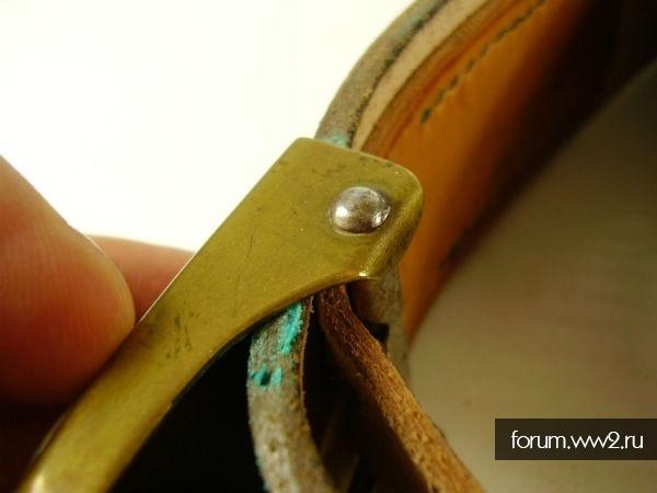 ремень с прягой стального шлема