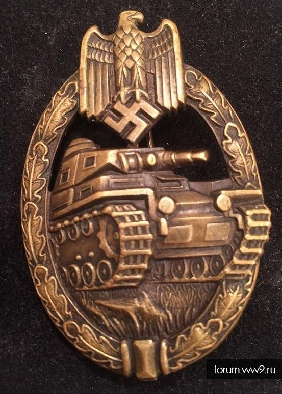 Танковый знак в бронзе.
