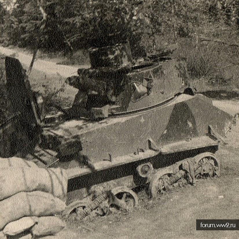 Два легких танка на фото