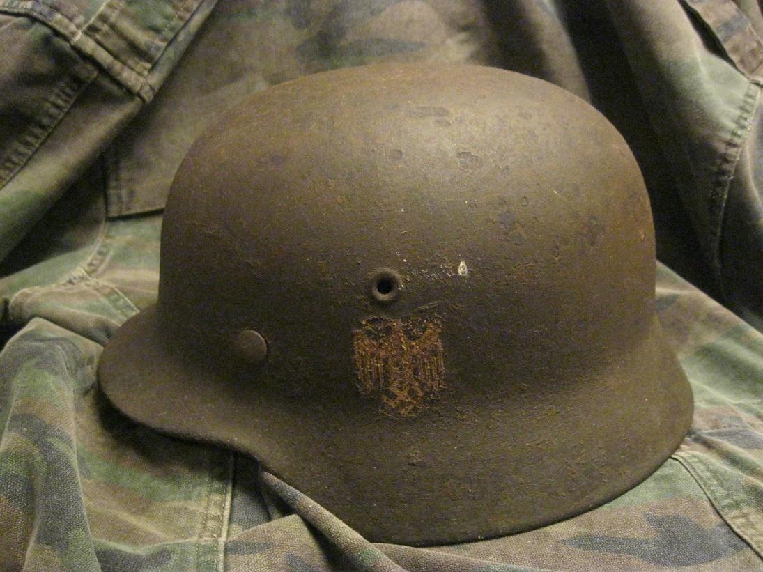 Шлем M-40 Вермахт с  декалью ЕТ66