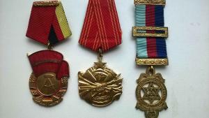 Три медали одним лотом:  Югославия, ГДР, Масоны.