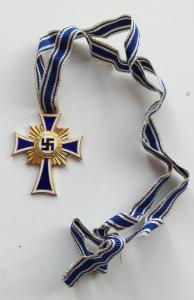 Почетный крест немецкой матери в золоте.
