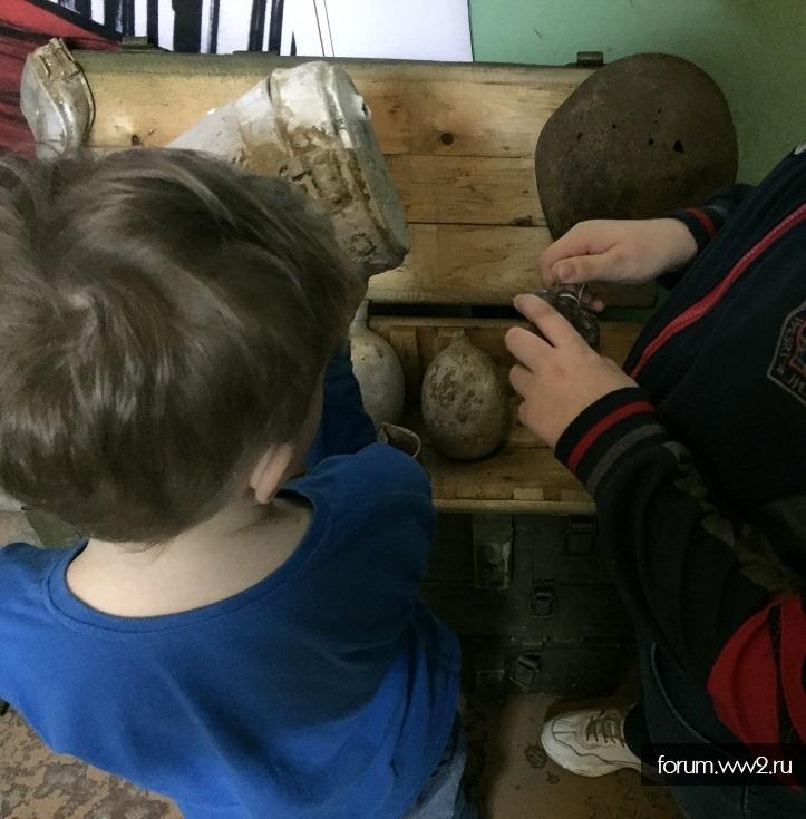 Делают дети. Кружок.