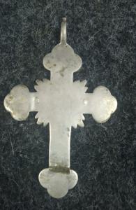 Крест с масонским символом.