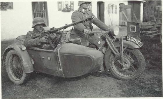 фрицы на мотоцикле с люлькой картинки ряженке они