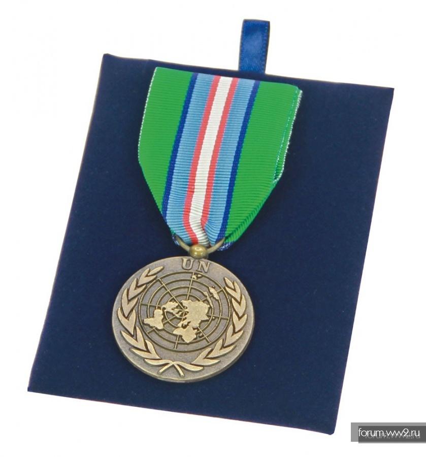 Витрина (багет) для знаков и медалей