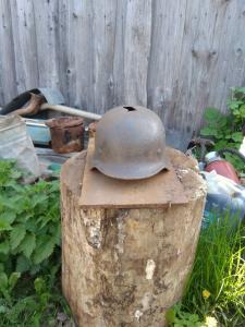 4 шапки m40 с осколочными попаданиями