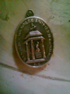 подскажите что за медальон?