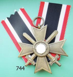 """744. Крест военных заслуг с мечами, клеймо """"65"""""""