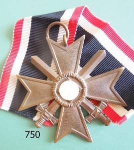 750. Крест военных заслуг с мечами