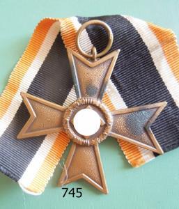 745. Крест военных заслуг без мечей