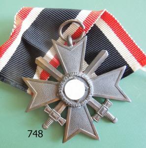 748. Крест военных заслуг с мечами
