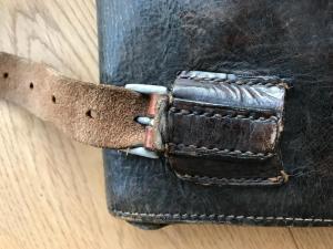 Планшет с черезплечным ремнем