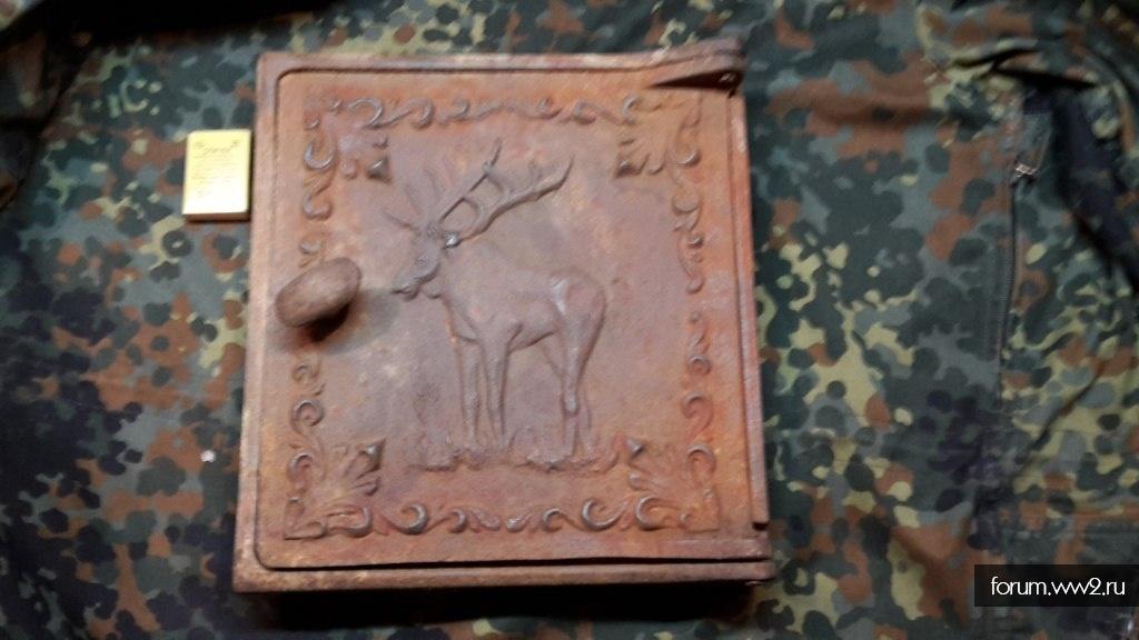 Дверца печи с изображением лося,остатки клейма