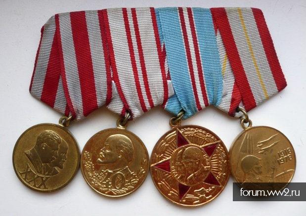 Неполный комлект медалей и знаков на офицера пограничника+ офицерский кортик МО СССР