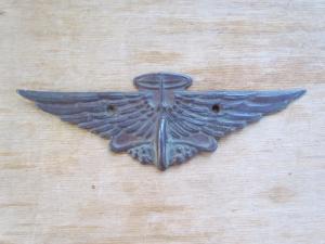 автомобильная эмблема