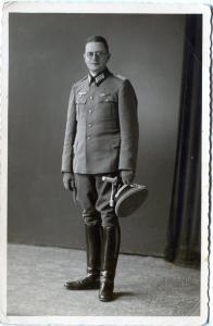 Открыточное фото лейтенанта Вермахта