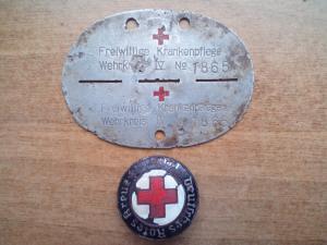 жетон freiwillige krankenpflege wehrkreis+брошь медиков