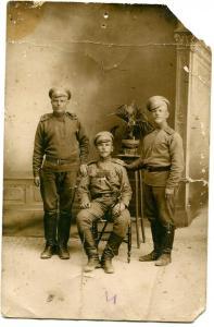 Фото солдаты РИА. Георгиевские Кресты, медали. Погоны с шифровкой, сабля. ПМВ, 1916 г.
