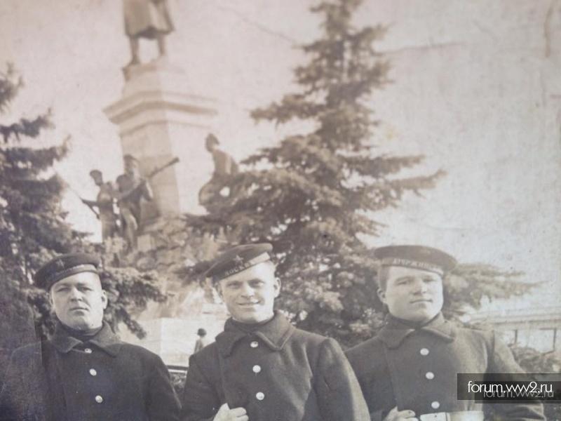 Три фото моряков - ленты Москва, Дзержинский, Коминтерн