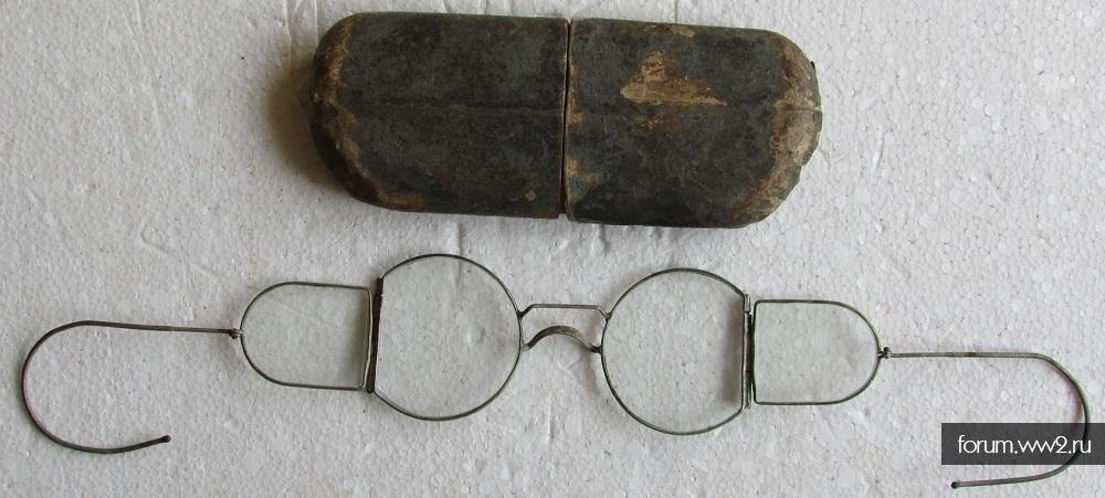 Очки в футляре из картона