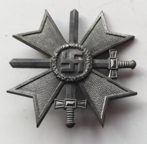 """Крест """"КВК с мечами, 1 класса""""."""