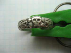 Кольцо мёртвая голова.