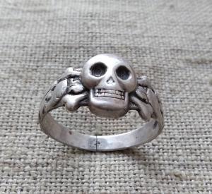 кольцо Мёртвая голова