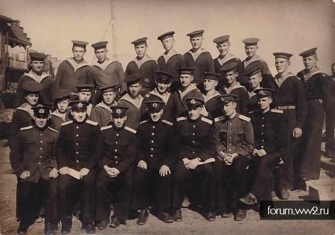 Моряки и офицеры Школы пилотов. г.Сарапул. Июль 1944 г.