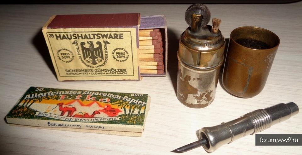 Немецкие зажигалка, спички, сигаретная бумага, пунчер.