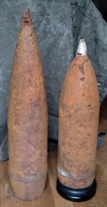 Снаряды 152 мм ОФ и ББ.