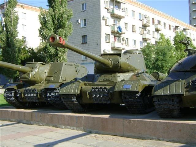 Т 34 на территории птицефабрики в Волгограде.