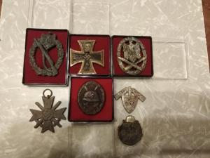 Крест, медаль и знаки Вермахт