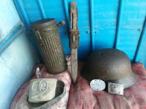Набор в домашний (школьный) музей каска, пряжка жетон газб.