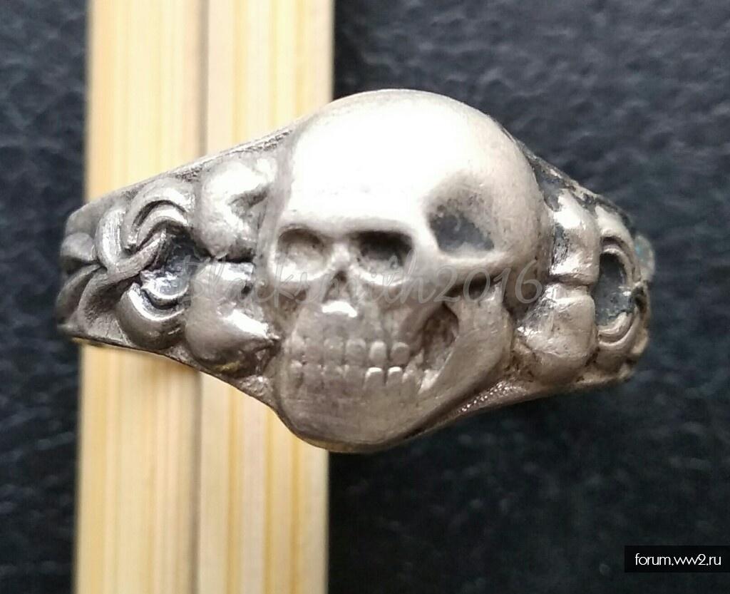 """Кольцо с """" черепом набок """" + череп со змеями"""