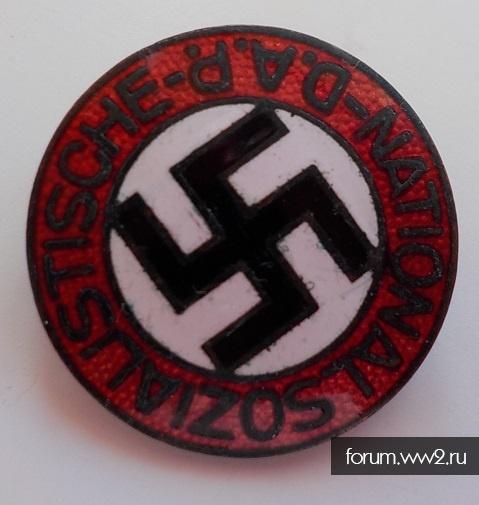 """Членский знак NSDAP. """"M 1/8"""""""