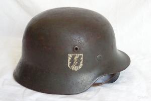 Каска СС обр. 1940 г. Декали на оригинальность.