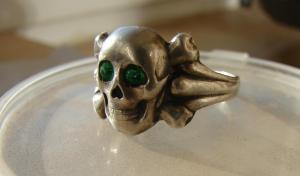 Перстень мерьвая голова. Серебро.