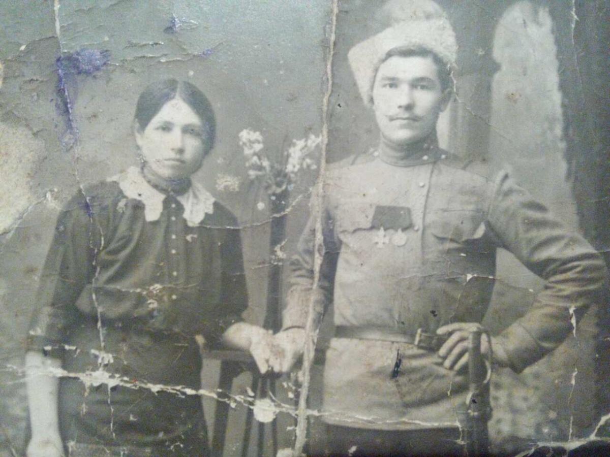 Нужна помощь спецов по фото казака с георгиевским крестом и медалью за храбрость!